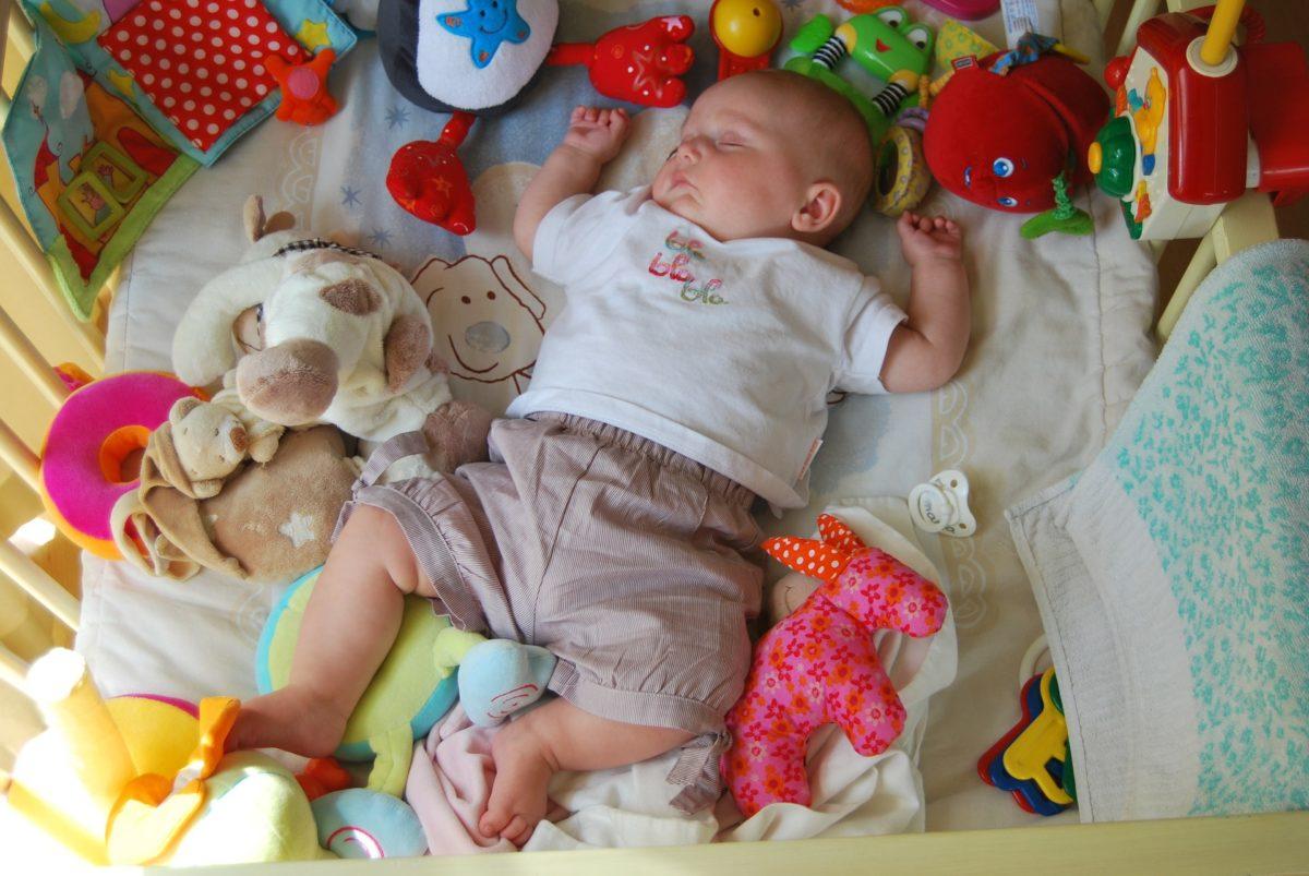 Как приучить ребенка засыпать без укачивания.