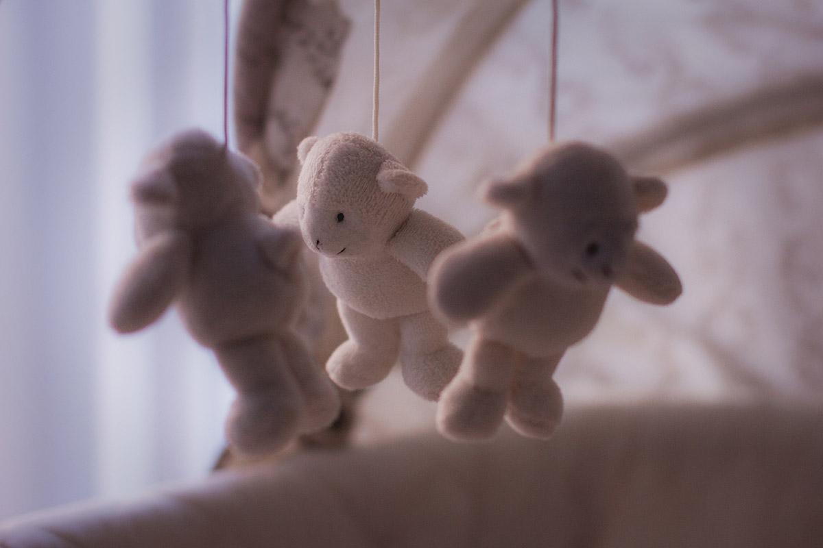 Игрушки на детскую кроватку. Мобиль на кроватку для новорожденных. игрушки над кроваткой