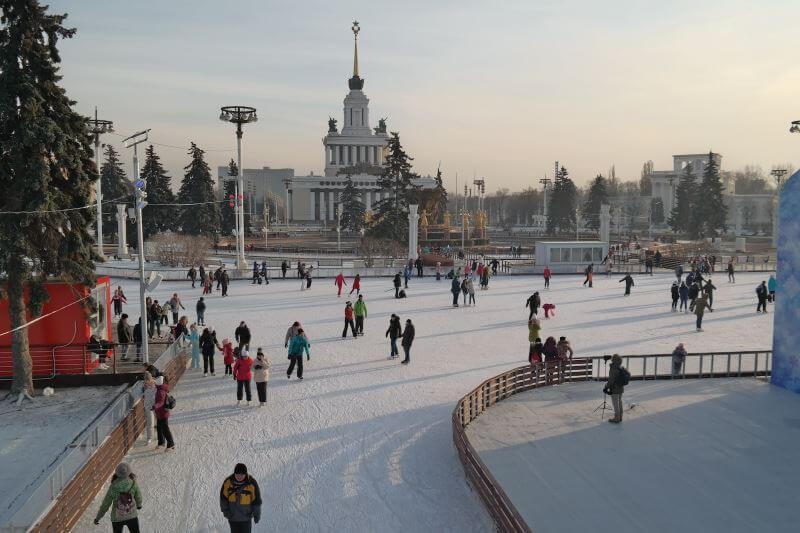 Куда сходить с ребенком на каток на новогодние каникулы в Москве